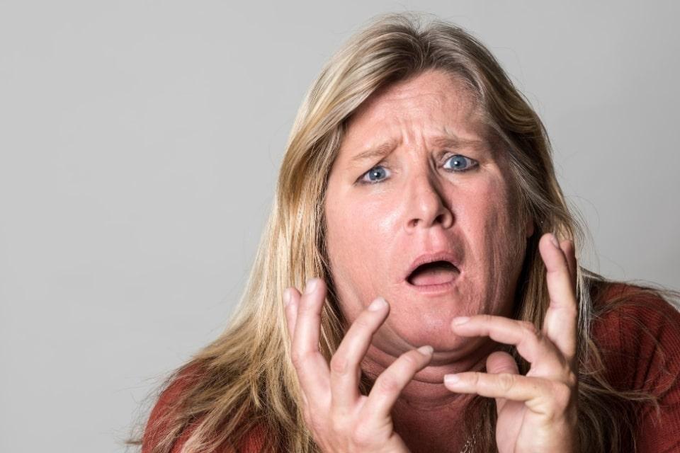 Stress bij dikke vrouw- negatieve gedachten leiden vaak tot snaaien en ongezond eten